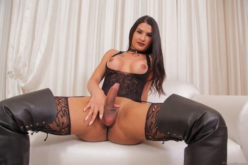 Aline Garcia (14/Apr/21)