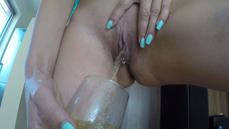 Julia Jordan - Mom i need a glass of pee [FullHD 1080P]