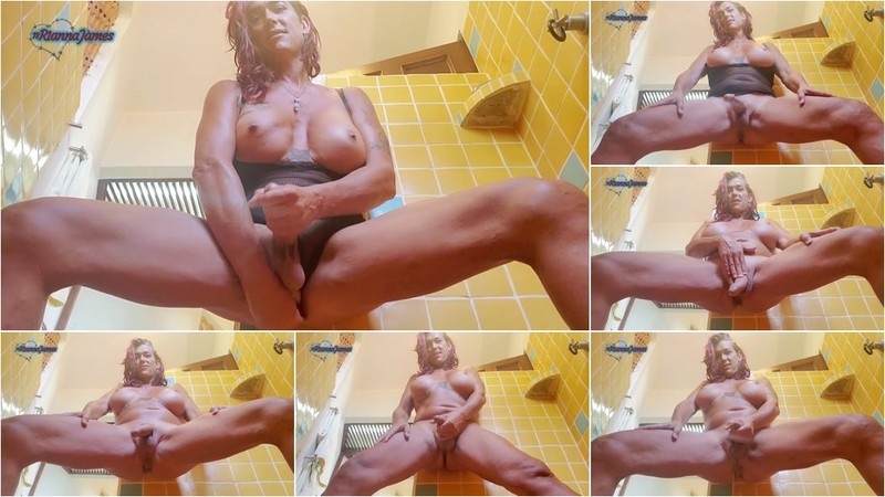 Rianna James - Squating [FullHD 1080p]