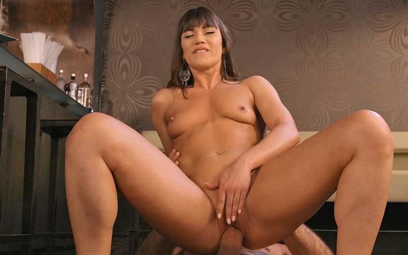 Alyssa Reece - MILF Fucks Her New Bartender - Watch XXX Online [FullHD 1080P]