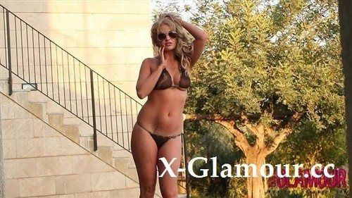 Amateurs - Glamourous Topless Babe (FullHD)