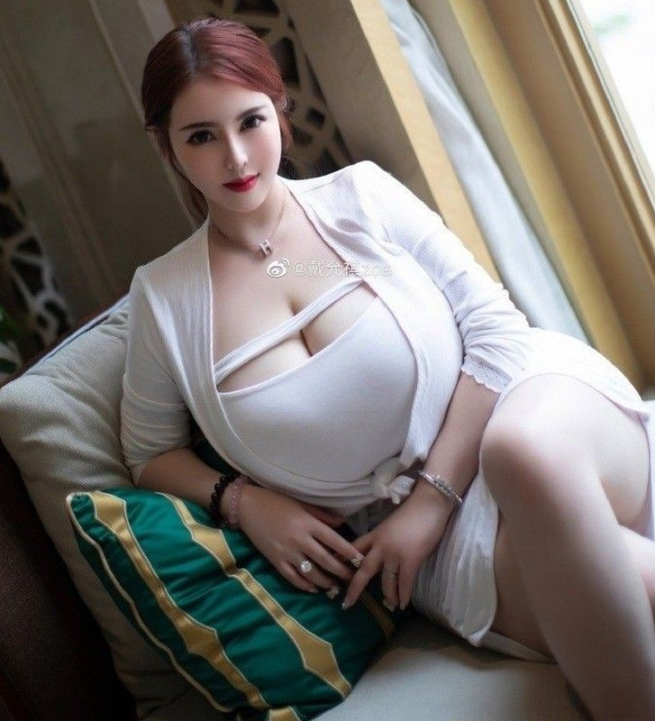 【最新極品流出】巨乳網紅美女『戴允祺』最新啪啪玩穴私拍流出 魔都L罩杯爆乳被操的搖來顫去動感十足