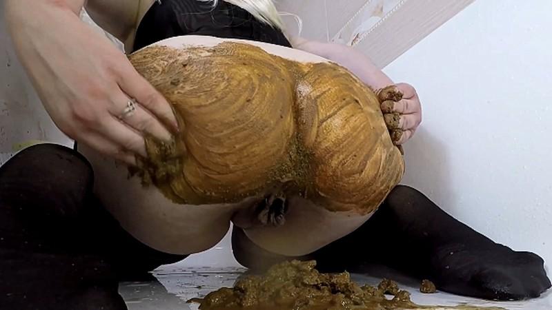 Mistress Annalise - Mega Diarrhea - Loud Farting - Ass Smearing [FullHD 1080P]
