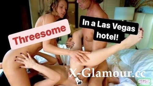 SparksGoWild - Blonde And Brunette Have A Threesome With Hot Guy In Las Vegas Hotel (2020/HD)